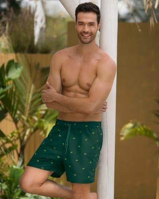 pantaloneta de bano masculina corta elaborada con 3 botellas de pet reciclado-650- Estampado Verde-ImagenPrincipal