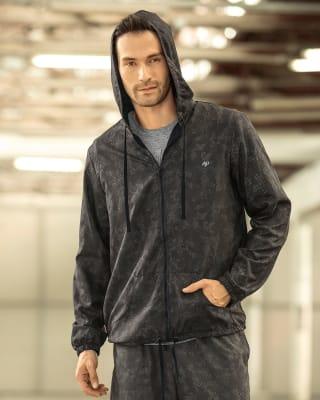 chaqueta deportiva antifluidos con capucha y cintura ajustable-700- Negro Estampado-MainImage
