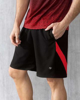 pantaloneta deportiva con bolsillos laterales y cordon ajustable en cintura-700- Negro-MainImage