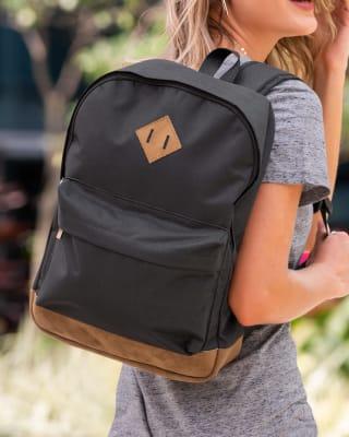 mochila con bolsillo frontal con detalles en lona color miel-700- Black-MainImage