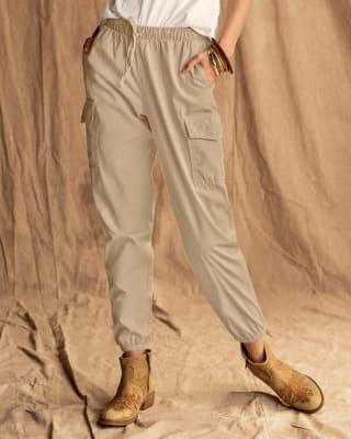pantalon jogger con bolsillos laterales y tira en cintura-084- Arena-MainImage