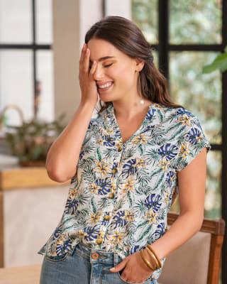 blusa manga corta estampada abotonable-012- Flores Blancas-MainImage