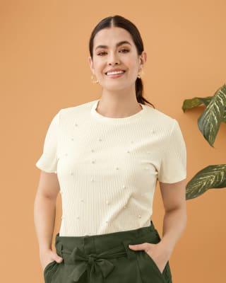 blusa manga corta tela acanalada con perlas decorativas en el frente-018- Marfil-MainImage