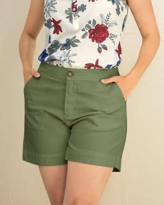 bermuda corta para mujer elaborada en algodon y elastano-172- Verde-MainImage