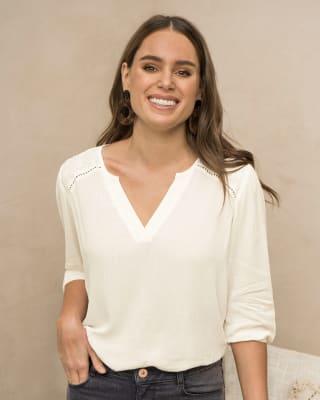 blusa manga 34 con detalle de ojalillo en hombros para mujer--MainImage