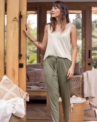 pantalon largo de pijama con bolsillos y bota ajustada-604- Oliva-ImagenPrincipal