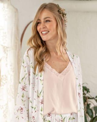 blusa tiritas de pijama cuello en v con detalle de encaje en escote-281- Rosa Suave-MainImage
