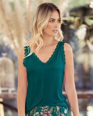 camiseta manga sisa de pijama con detalle de encaje en escote y sisa-171- Verde Laguna-MainImage