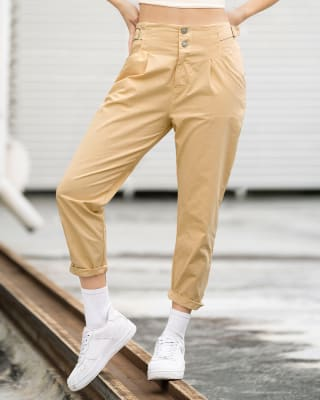 pantalon de tiro alto silueta amplia con bolsillos y correas en pretina para ajustar-819- Habano-MainImage