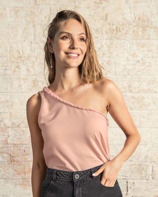 camiseta de un solo hombro con trenza en escote--MainImage