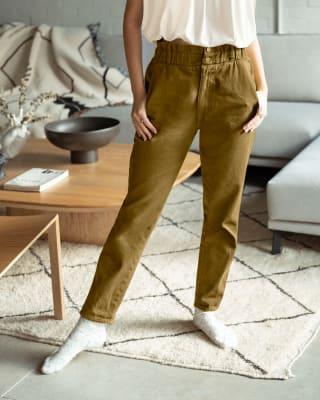 pantalon tiro alto con elastico en pretina y bolsillos frontales y traseros-617- Verde Oliva-MainImage