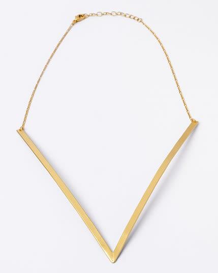 collar dorado en v con bano de oro de 24 kilates--MainImage
