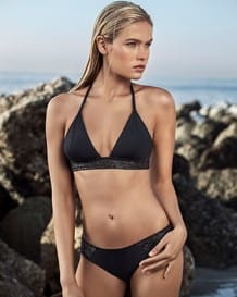 bikini triangular con acabado tipo cuero-700- Black-MainImage