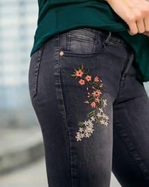 jeans ajustado bordado-700- Black-MainImage