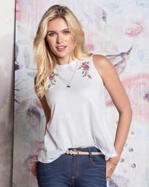 camiseta manga sisa cuello redondo detalle flores-000- White-MainImage
