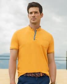 camiseta henley tejido pique perilla con contraste de color cuello doble-116- Mustard-MainImage