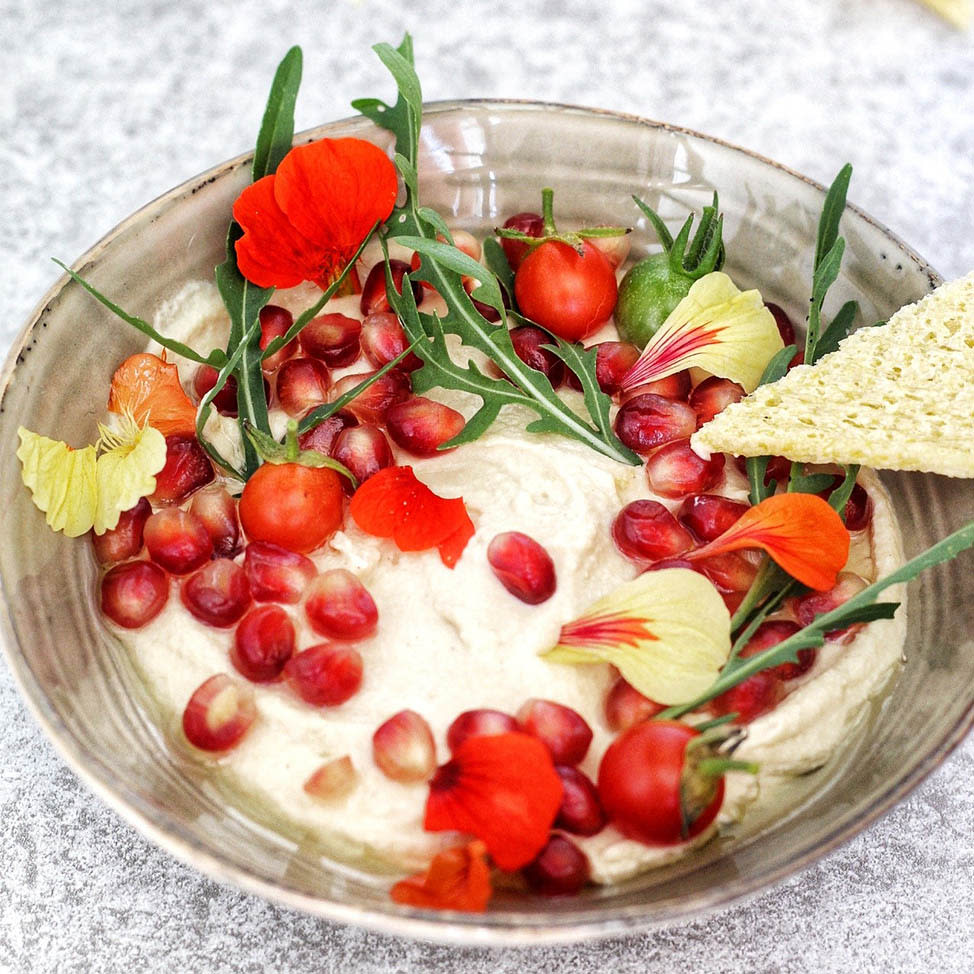 tartine_oignon_houmous_grenade_tomate