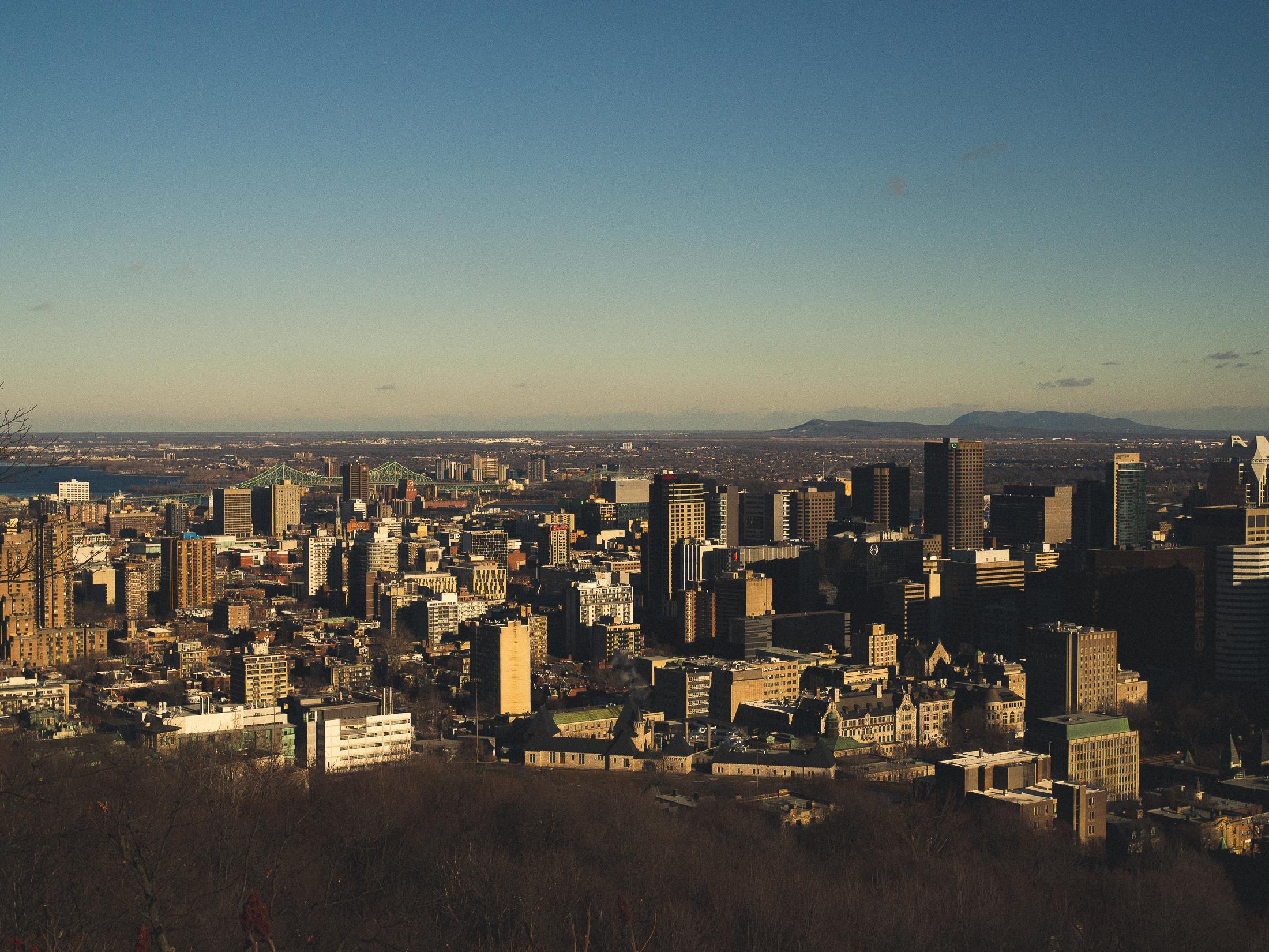 Montréal sous le soleil couchant depuis la vue du belvédère Camillien Houde