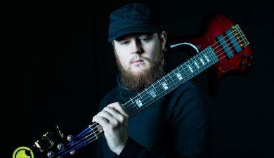 Lukas - E-Bass in Wien lernen bei Lukas über Lessondo