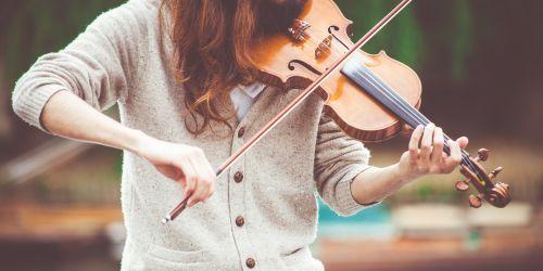 Titelbild von des Blogartikels Ist Geige spielen wirklich so schwierig? Alles was Anfänger wissen müssen