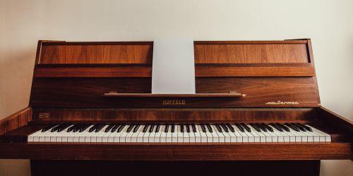 Titelbild von des Blogartikels Musikunterricht 2020: Ist die klassische Musikschule noch zeitgemäß?