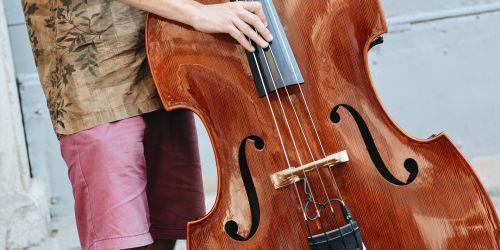 Titelbild von des Blogartikels Das größte und tiefste Streichinstrument: der Kontrabass