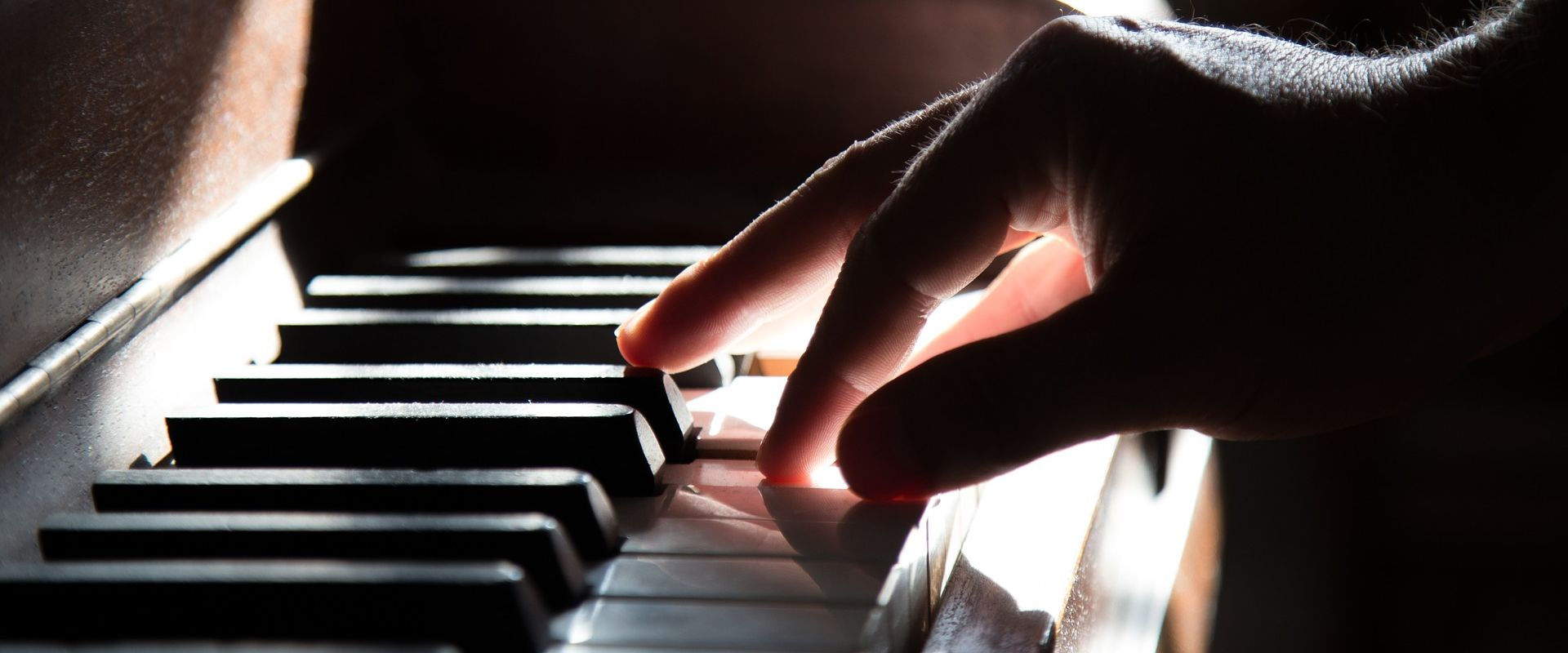 Titelbild des Blogartikels Klavier lernen: 5 Tipps für Kinder und Erwachsene