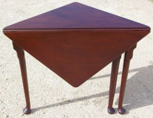 Georgain Mahogany Corner Table