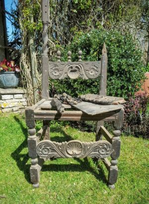 Early 17th Century Oak Chair (caroleane)