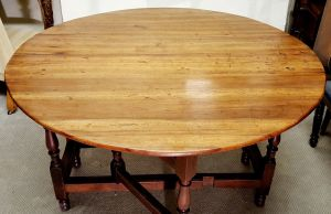 Queen Anne Period Gateleg Table