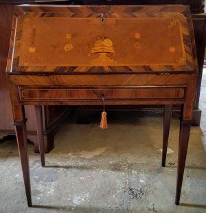 18th Century Kingwood & Boxwood Bureau