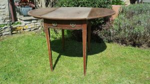 Georgian Cross Banded Mahogany Circular Pembroke Table