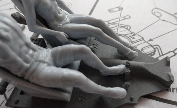 under_the_figures_feet_topcex.jpg