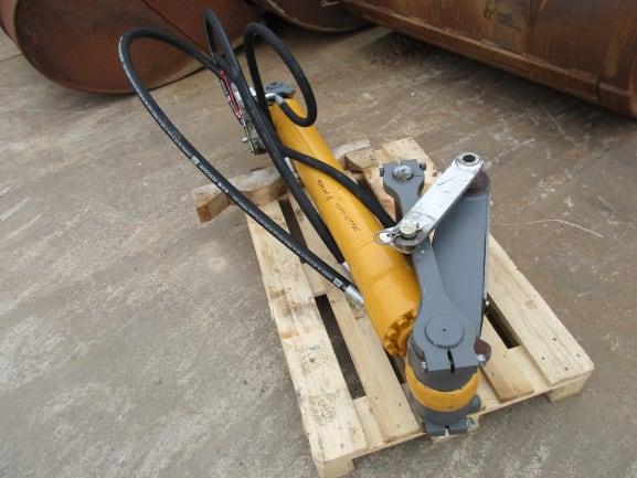 Hydraulikzylinder m. Verteiler 9910804 + Verbindungslasche 9289320 - 10429074 (3).JPG