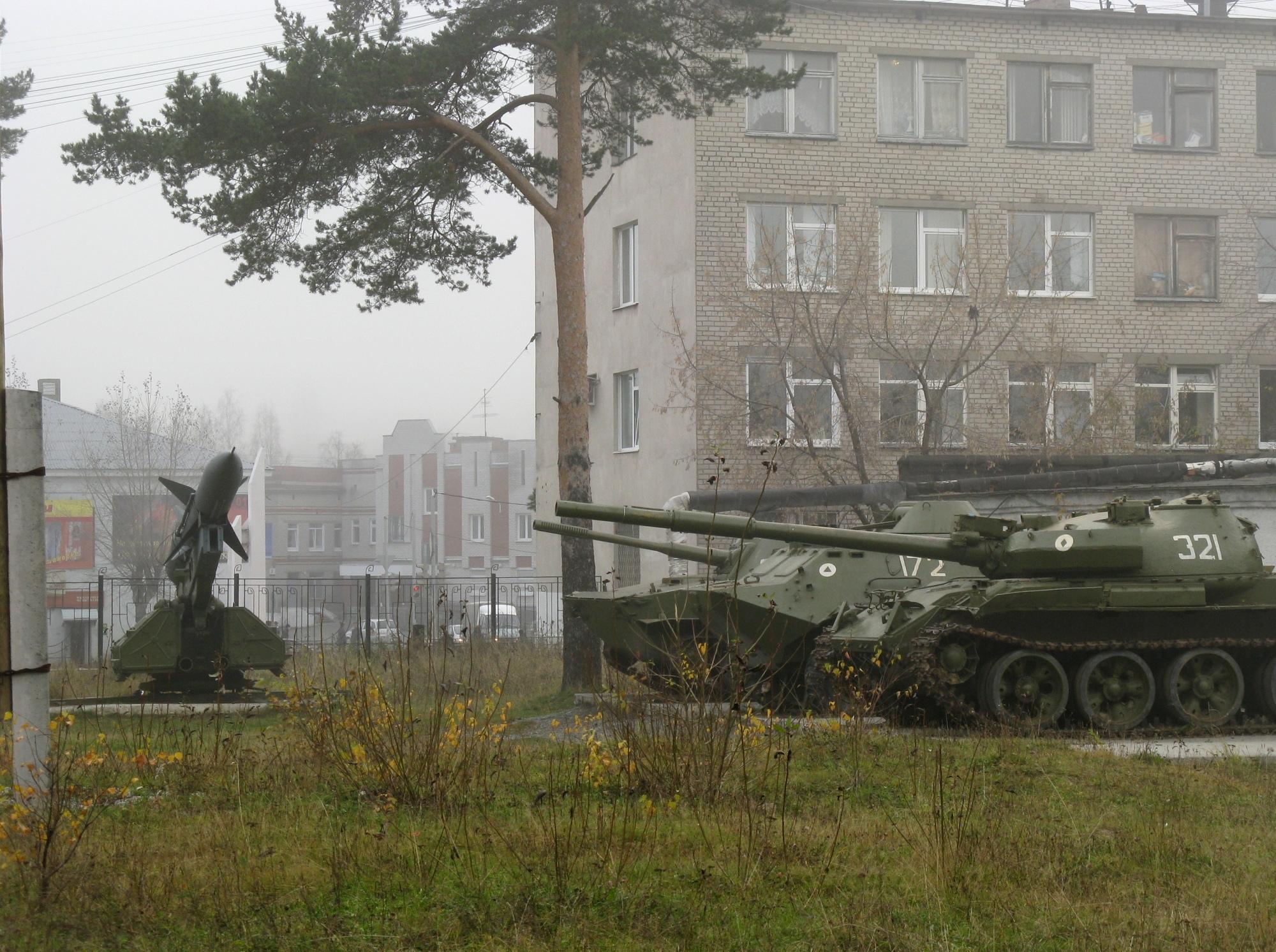 Выставка военной техники в Качканаре. Фото: Удинцева Т.А.