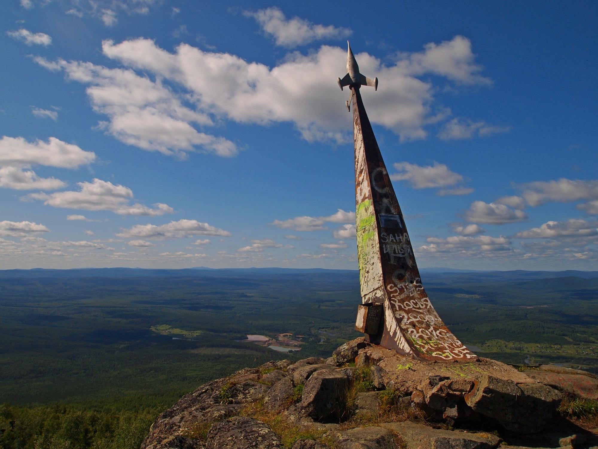 Гора Качканар в Качканаре. Памятник, установленный на вершине горы в 1961 году, в честь полета Гагарина