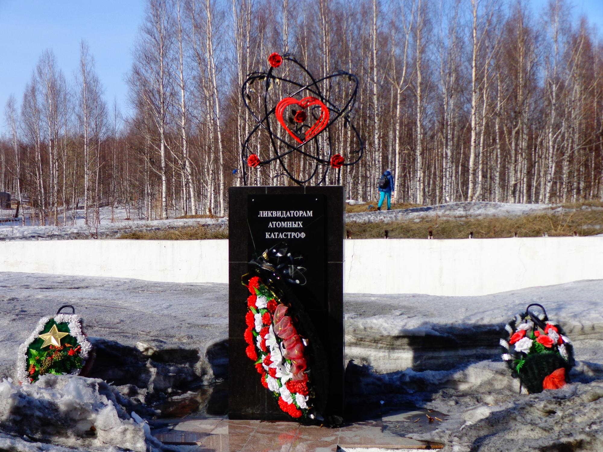 Мемориал «Ликвидаторам атомных катастроф» в Качканаре. Фото: Порядин В.И.