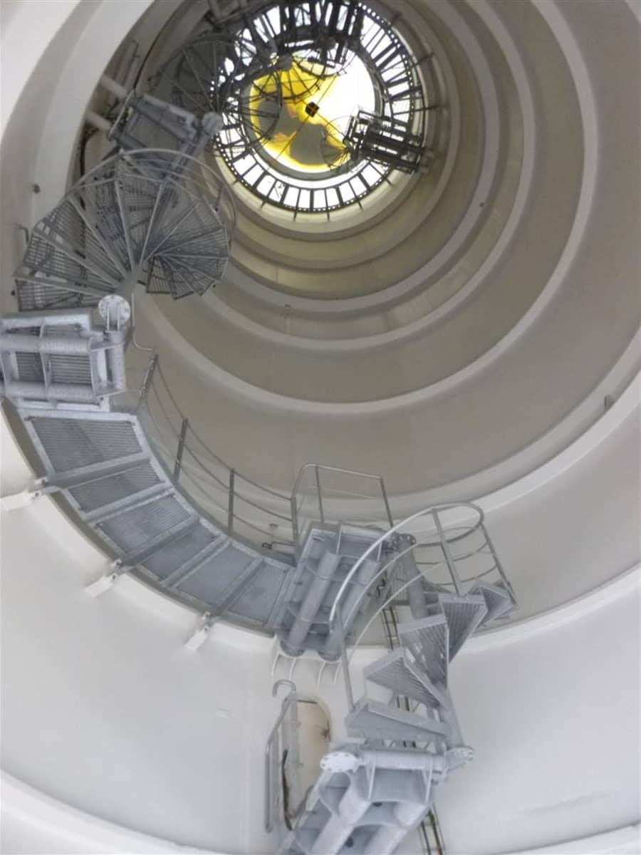 Mast_lower secion (inside).JPG