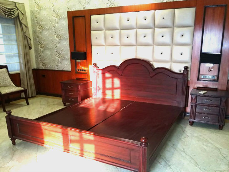 luxurious bed in tejashwi bungalow