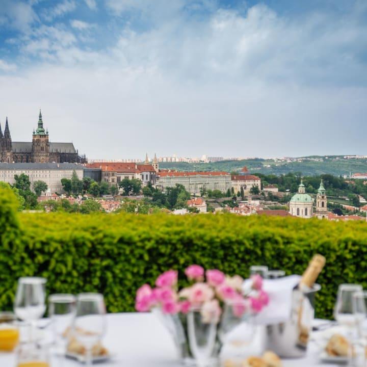 Nebozizek - Restaurant & Hotel
