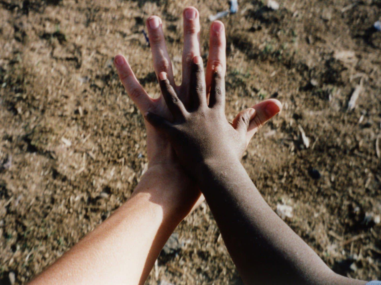 Hand-In-Hand_uejoze.jpg