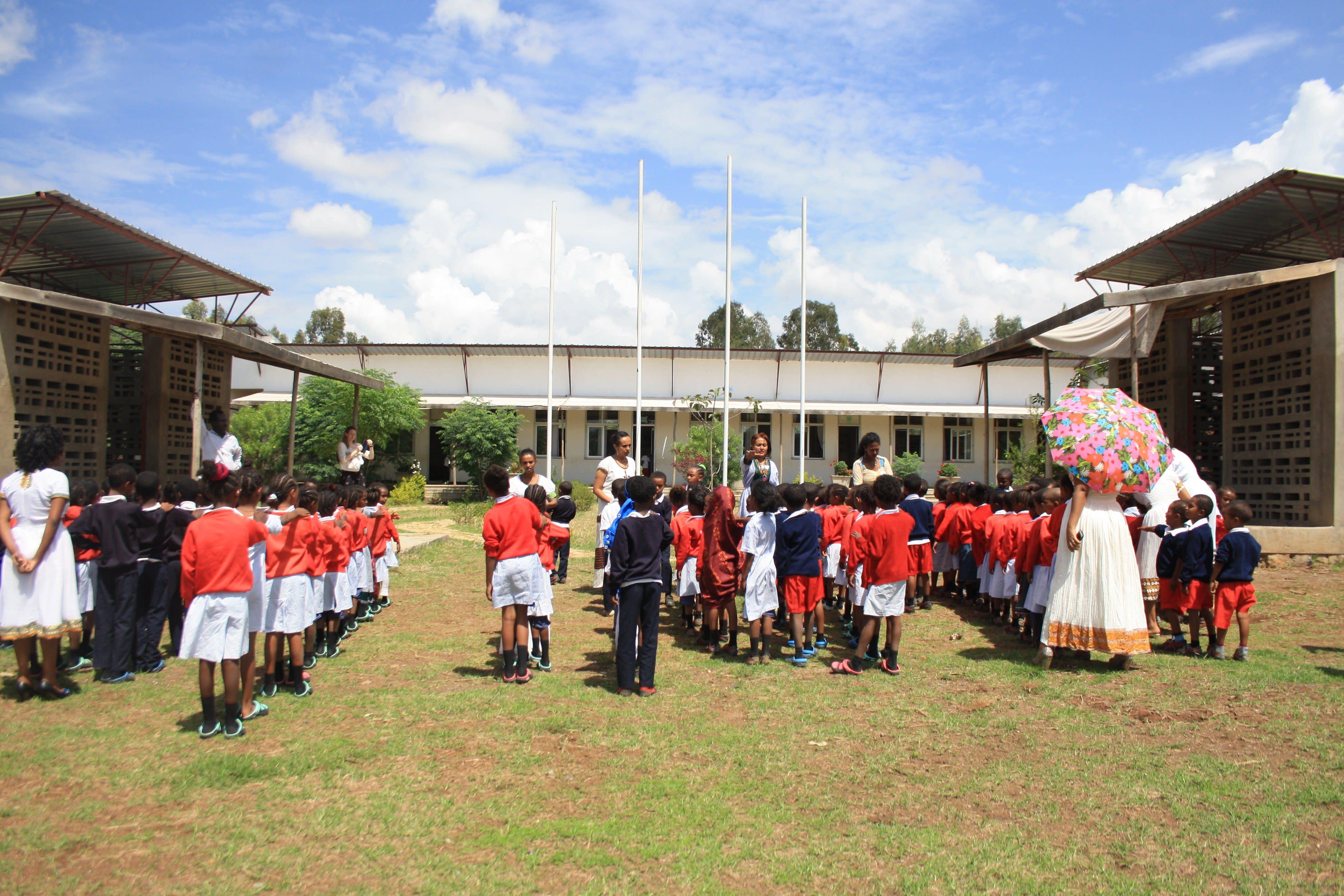 Children_singing_the_national_anthem_to_start_the_ceremony_fm5ikj.jpg