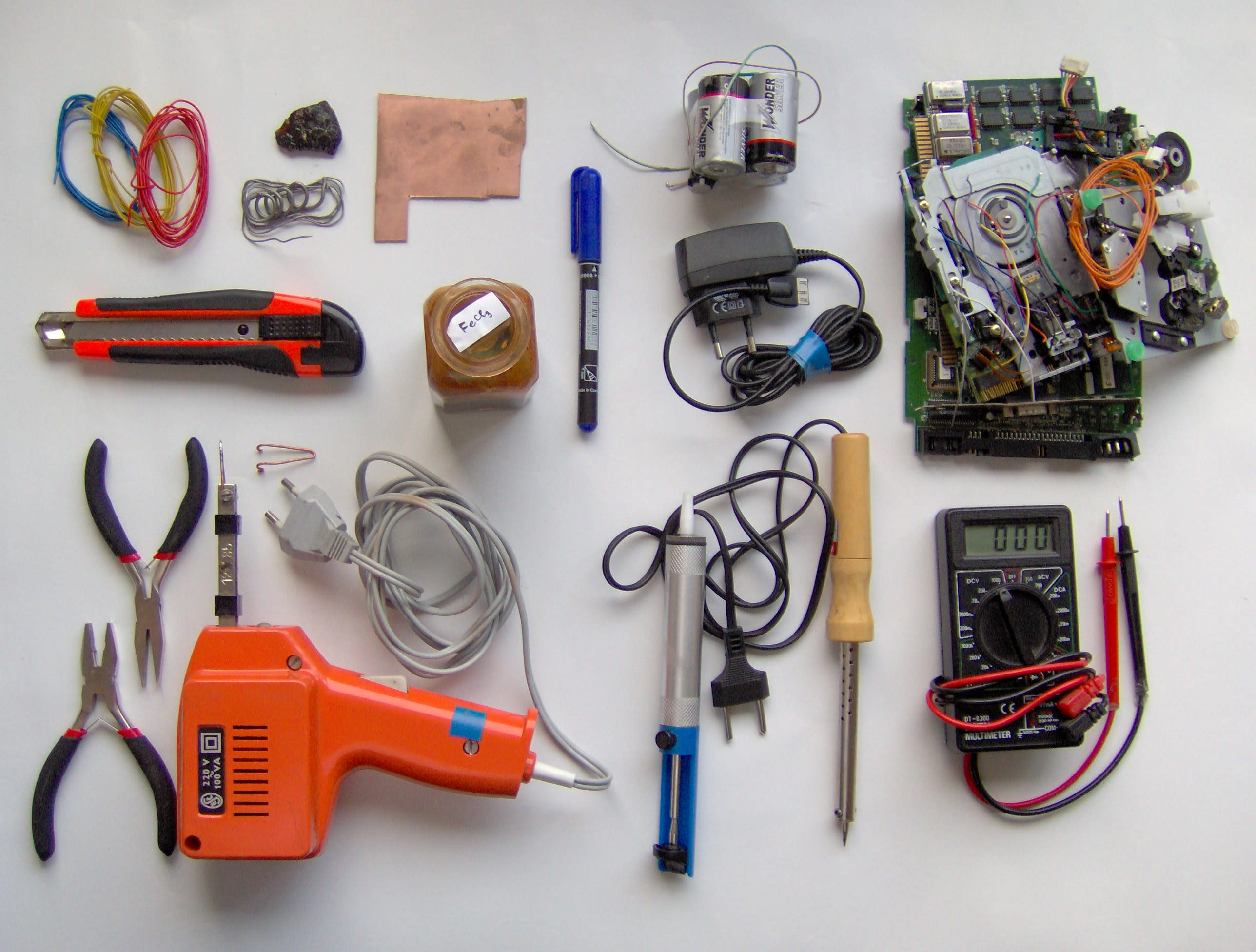 Electronics_tools_and_material_oworlq