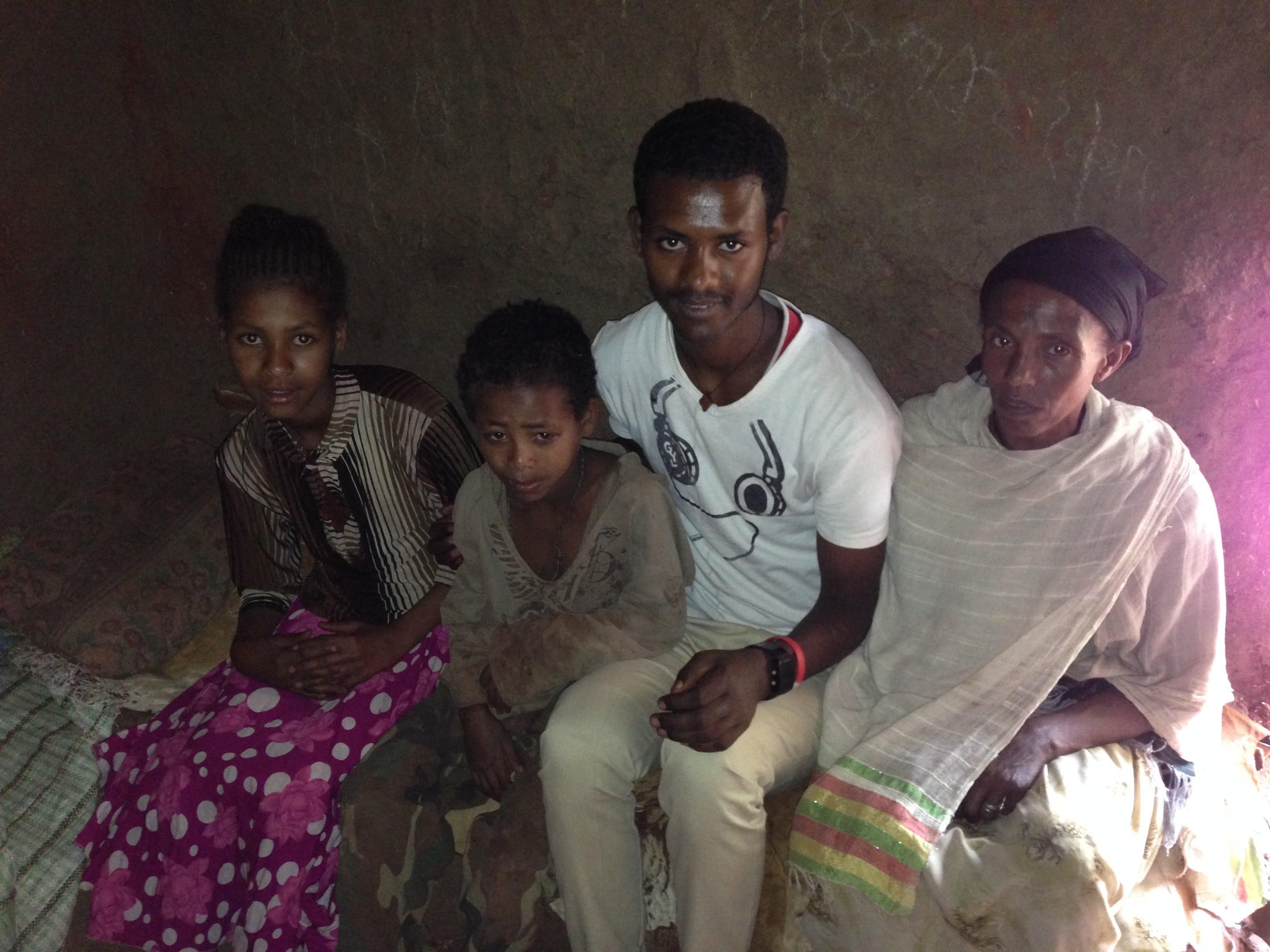Birhanu_Yalew_with_some_of_his_family_memebers_1_zbdaao