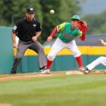 MEX third base catches ball
