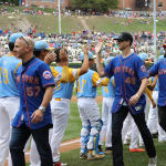 W and Mets clap hands