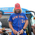 mets player signing autographs for ll players