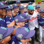 phillies player getting pics with ll players