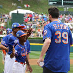 mets players high fiving ll players