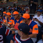 mets players sitting with ll players